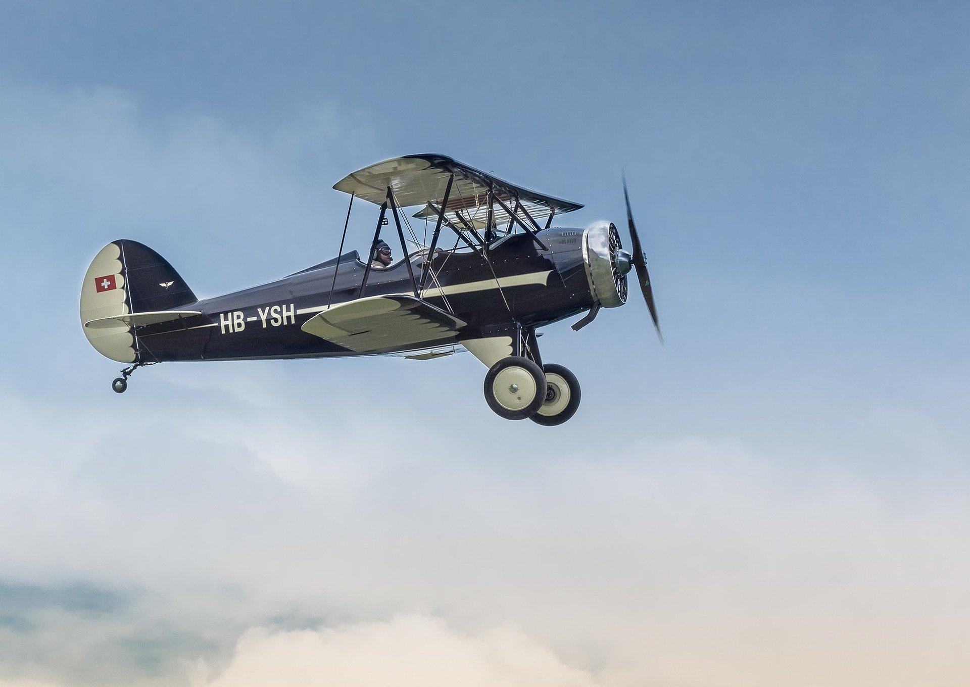aircraft-3241229_1920