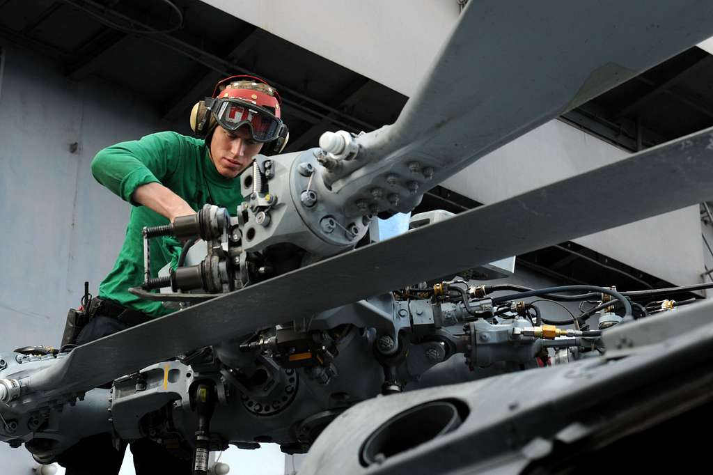 aviation-structural-mechanic-3rd-class-chance-mynatt-from-st-louis-performs-ca4827
